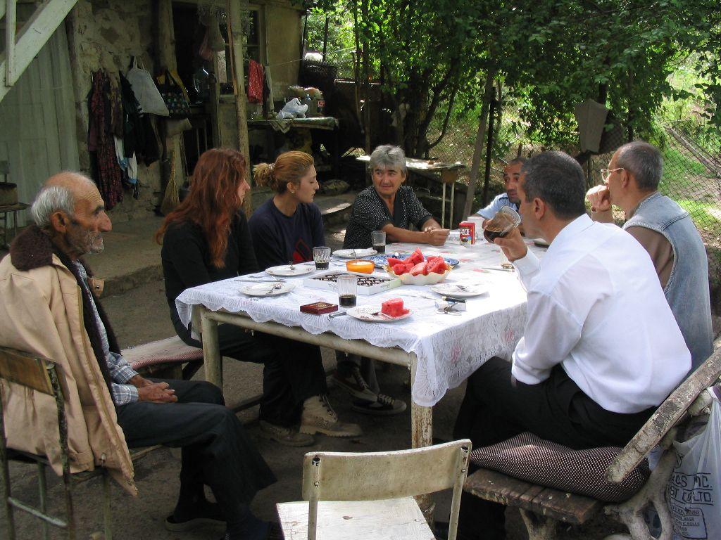 http://www.biainili-urartu.de/Armenia/2004/picture-gallery/pg-015-Norashenik.JPG